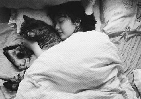 在你睡前必須要做的一件事搞笑說說大全