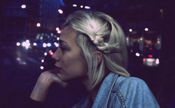 感到孤獨的寂寞傷感說說 跟著風行走把孤獨當自由