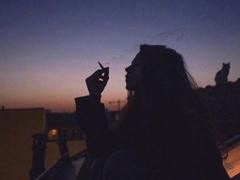 感到孤独的寂寞伤感说说 跟着风行走把孤独当自由