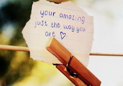 带图片的情感说说:我的微笑可以给任何人,但我的心只能给一个人(2)