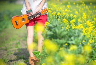 金典说说心情短语:那些令你哭的事,总有一天你会笑着说出来。