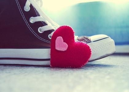悲伤的个性说说:错爱是喜欢却不合适的鞋,穿了脚疼,扔了心疼