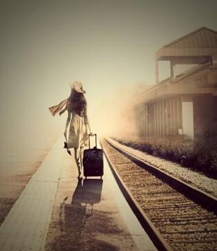 有感悟的qq图片说说:有些路很远,走下去会很累